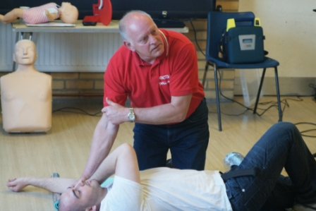 Barry Teaching the Recovery Position - Swallowfield April 2014